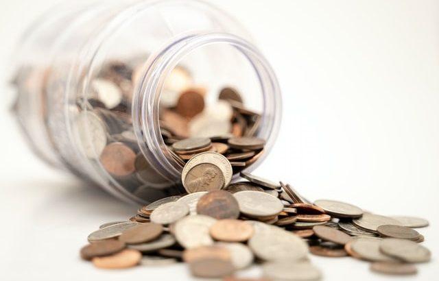Słoik z pieniędzmi
